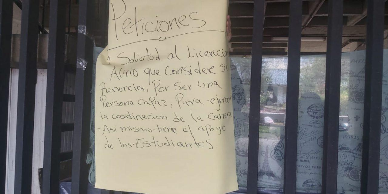 ¿Por qué protestan estudiantes del Cunoc?