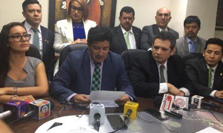 Diputados piden expulsar del partido UNE a Sandra Torres