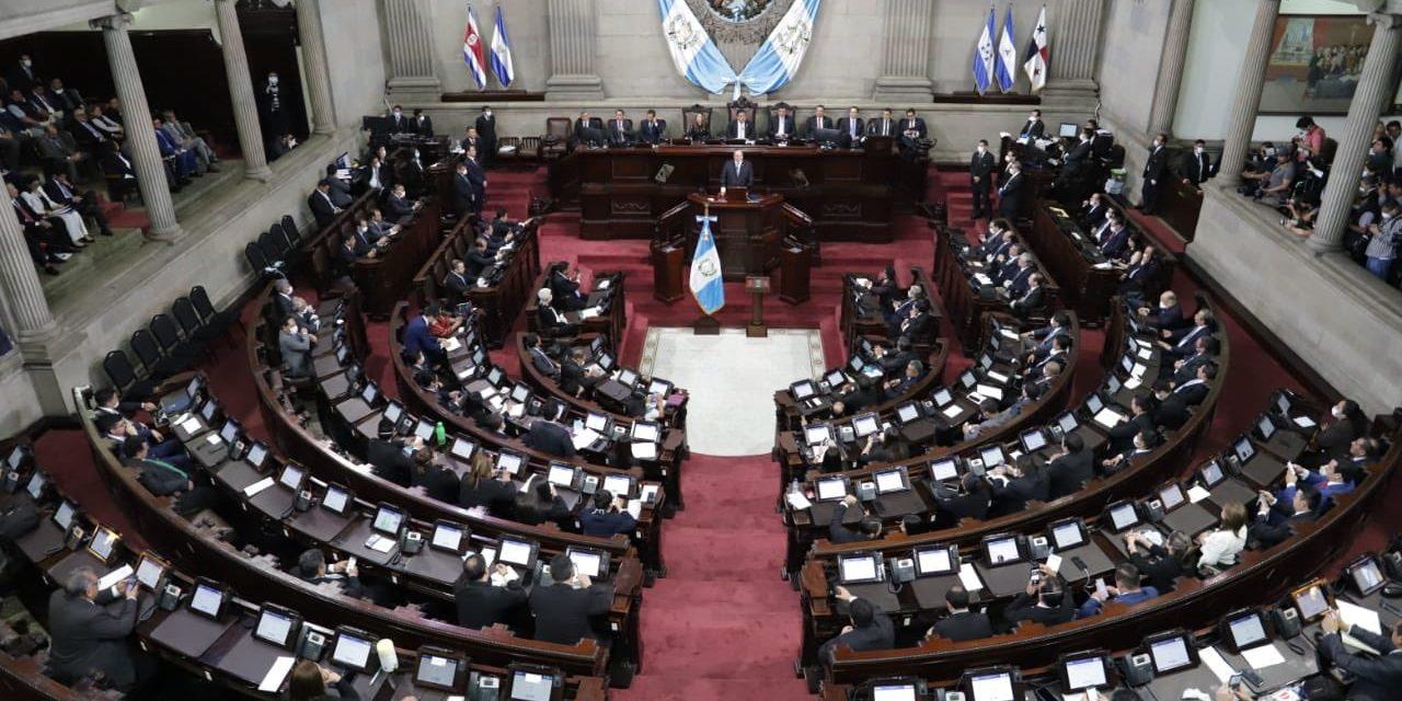 Presidente pide ampliación de Q7 mil millones para reactivar economía por Covid-19