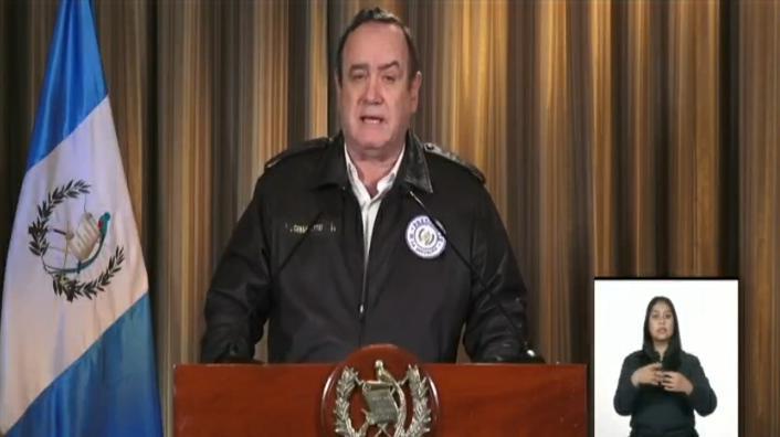 COVID-19: Giammattei confirma 13 casos en el país y anuncia que instalará hospital en Xela