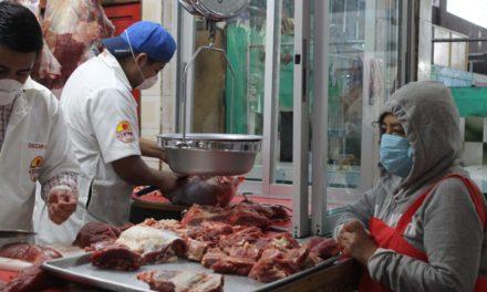 Mercados de Xela funcionan de forma parcial, aún fuera del horario del Toque de Queda