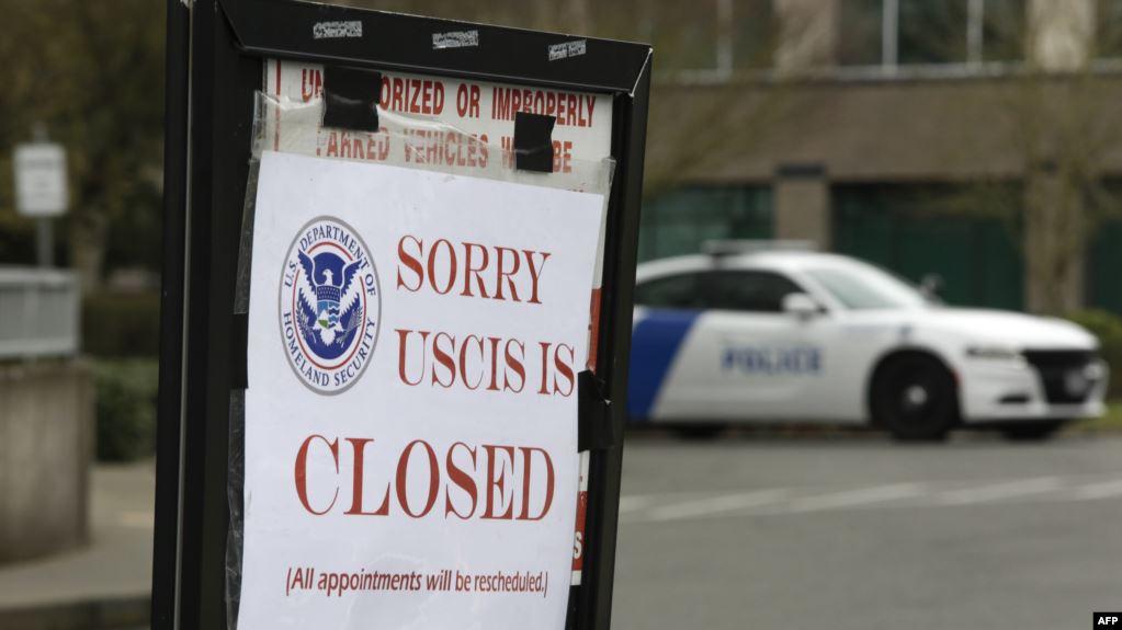 ¿Qué dice el decreto de suspensión de inmigración que firmó Trump?
