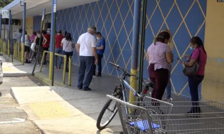 Desinfectan supermercados en Miami
