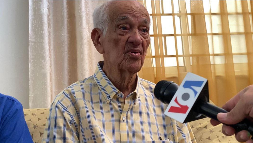 """""""Le temo a la 'coronacrisis'"""": un venezolano de 100 años cuenta cómo vive la cuarentena"""