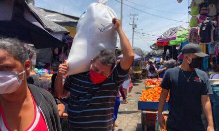 Nicaragüenses abarrotan mercados mientras se dispara la alarma por el coronavirus