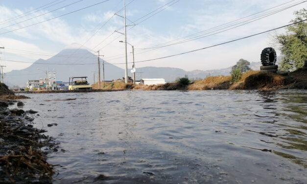 «Necesitamos una solución». Vecinos piden acciones por acumulación de agua en la Puerta del Llano