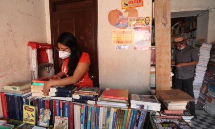 Libros gratuitos en la Calle Real de Xela. La iniciativa que busca fomentar la lectura en los quetzaltecos