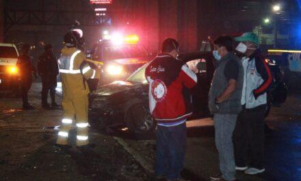 Quetzaltenango: Piloto ebrio colisiona contra picop del Área de Salud. Personas con crisis nerviosa en el lugar