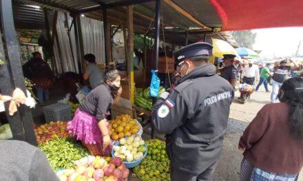 Continúa desobediencia de algunos comerciantes en mercados de Xela, en relación a medidas sanitarias