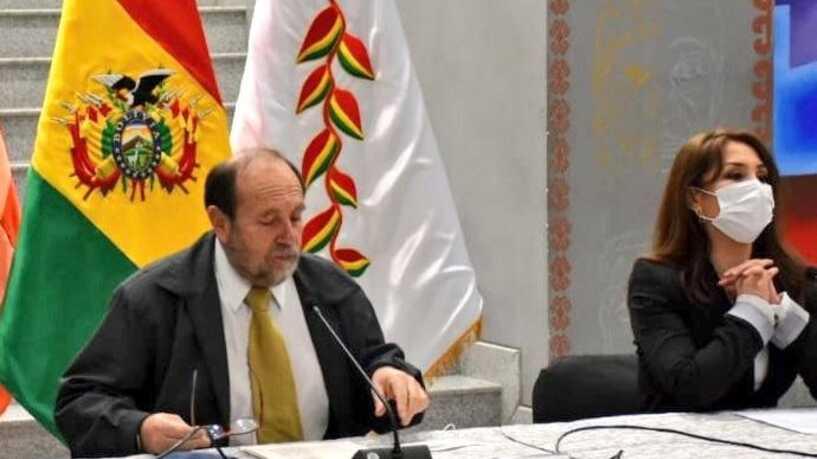 Bolivia destituye al ministro de Salud tras escándalo por la compra de respiradores