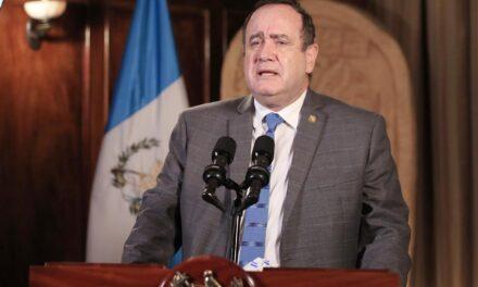 Presidente de Guatemala es quien anuncia el nuevo pico más alto de contagios en el país