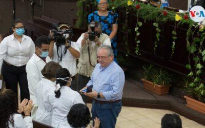 Nicaragua premia a trabajadores de salud afines al gobierno pese a denuncias del sector