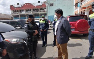 Operativos en Almolonga para verificar que transportistas cumplan restricciones por la Alerta Roja Máxima