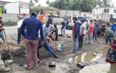 Transportistas reparan carretera que quedó inconclusa desde la gestión de Alejandro Sinibaldi