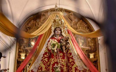Atípico traslado de la Virgen del Rosario al Altar Mayor