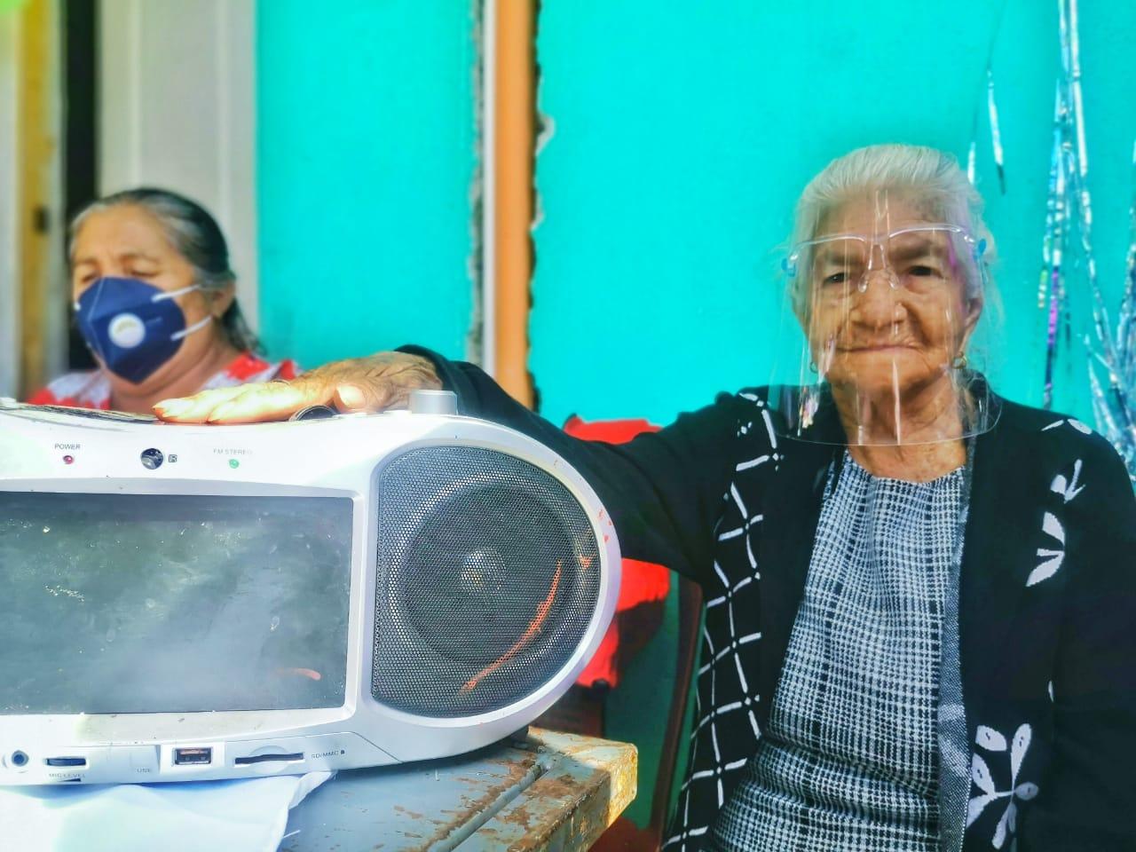 Cumple un siglo de vida una fiel oyente de Stereo 100