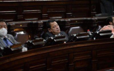 Diputados se duermen durante aprobación del presupuesto 2021