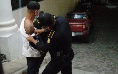 Tercera vez capturado por posesión ilegal de arma de fuego, en San Martín Sacatepéquez