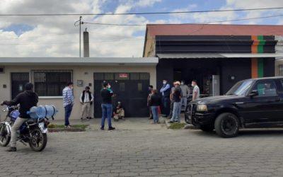Vecinos retienen a robacarros y PNC envía varios elementos para su traslado