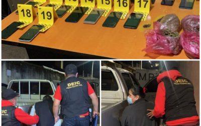 21 celulares, marihuana y un guardia capturado en allanamiento en centro carcelario en Quetzaltenango