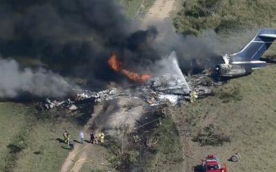 Avión se desploma en Texas y pasajeros sobreviven