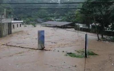 VIDEO | Fuerte lluvia provoca el desbordamiento del río Mazá en Coatepeque